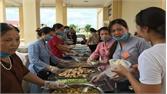 Ấm lòng những suất ăn cho bệnh nhân nghèo