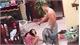 Phẫn nộ clip chồng đánh vợ dã man trước mặt các con
