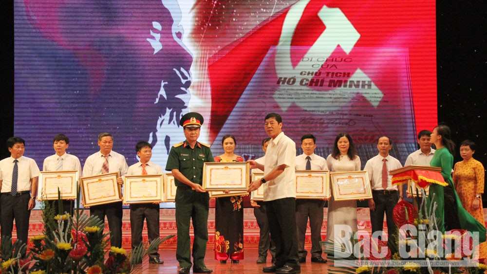 50 outstanding honored in studying and following Ho Chi Minh's ideology, morality, style