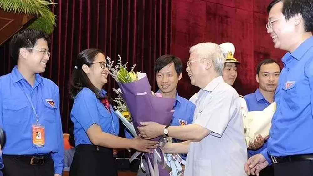 Top leader meets outstanding young Party members
