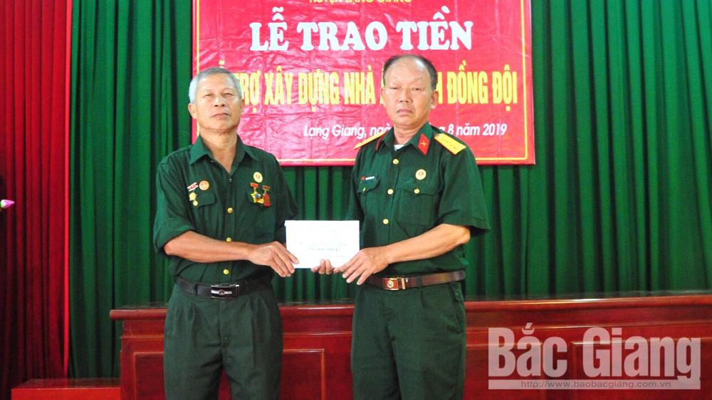 Hội chiến sĩ Thành cổ Quảng Trị 1972 trao kinh phí xây dựng nhà nghĩa tình đồng đội