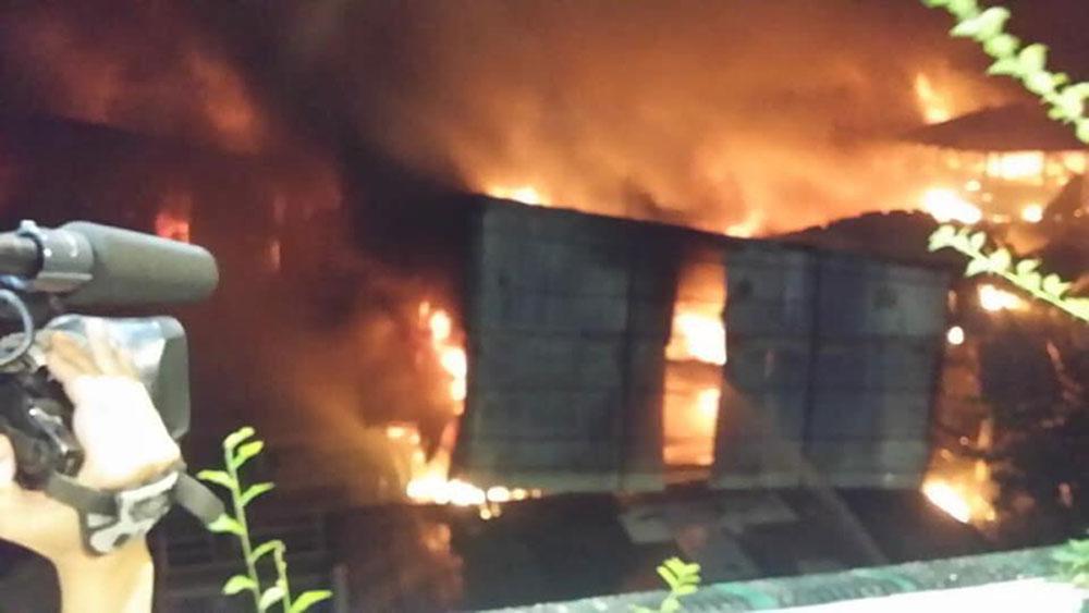 Phóng viên, bị bảo vệ bẻ gãy thẻ nhớ máy ảnh, đưa tin vụ cháy, anh Trần Anh Công, Công ty Cổ phần Bóng đèn Phích nước Rạng Đông