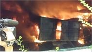 Phóng viên bị bảo vệ bẻ gãy thẻ nhớ máy ảnh khi đưa tin vụ cháy