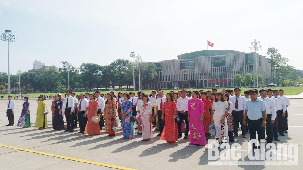 Đoàn đại biểu, Đảng ủy các cơ quan tỉnh, báo công, lăng Bác