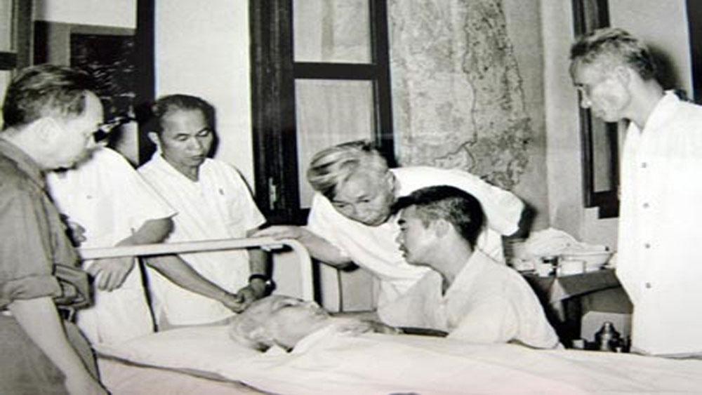 Những ngày trước lúc đi xa, Chủ tịch Hồ Chí Minh, Trần Viết Hoàn