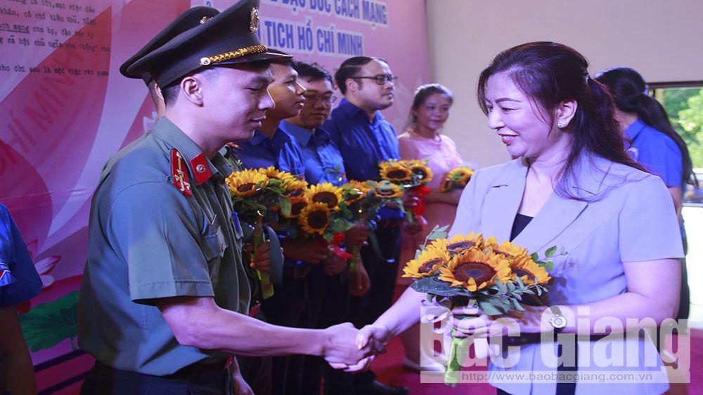 Tỉnh đoàn Bắc Giang khen thưởng 35 tập thể, cá nhân tiêu biểu trong học tập và làm theo Bác