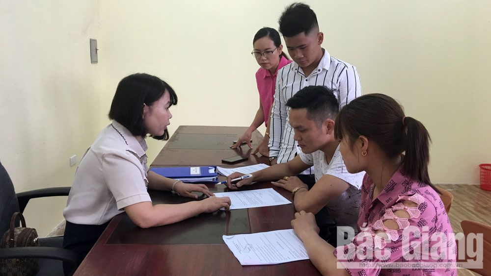 Bac Giang operates support division to handle administrative procedure