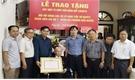 Trao Huy hiệu 75 năm tuổi Đảng cho đảng viên Vũ Sỹ Đàm