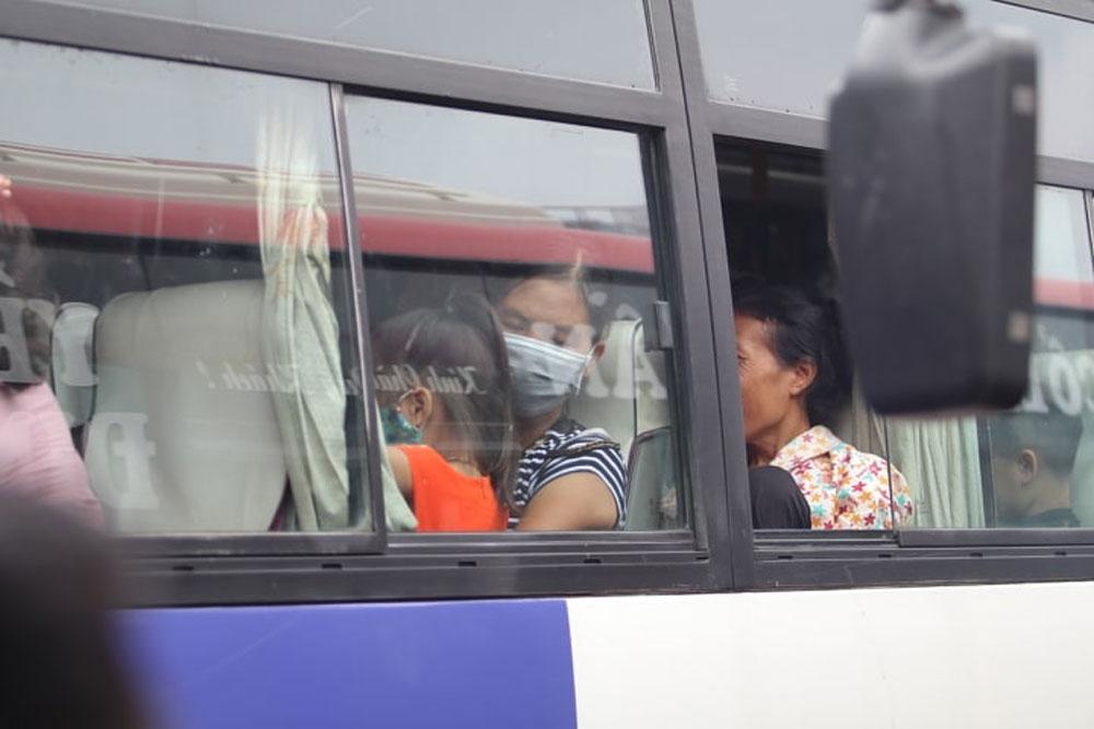 Bến xe, đông nghịt người dân, rời Thủ đô về quê, nghỉ lễ 2-9