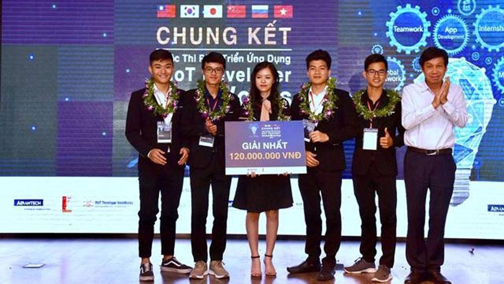 Hanoi's university, top prize, AIoT app development contest, WISE-PaaS platform, InnoWorks 2019