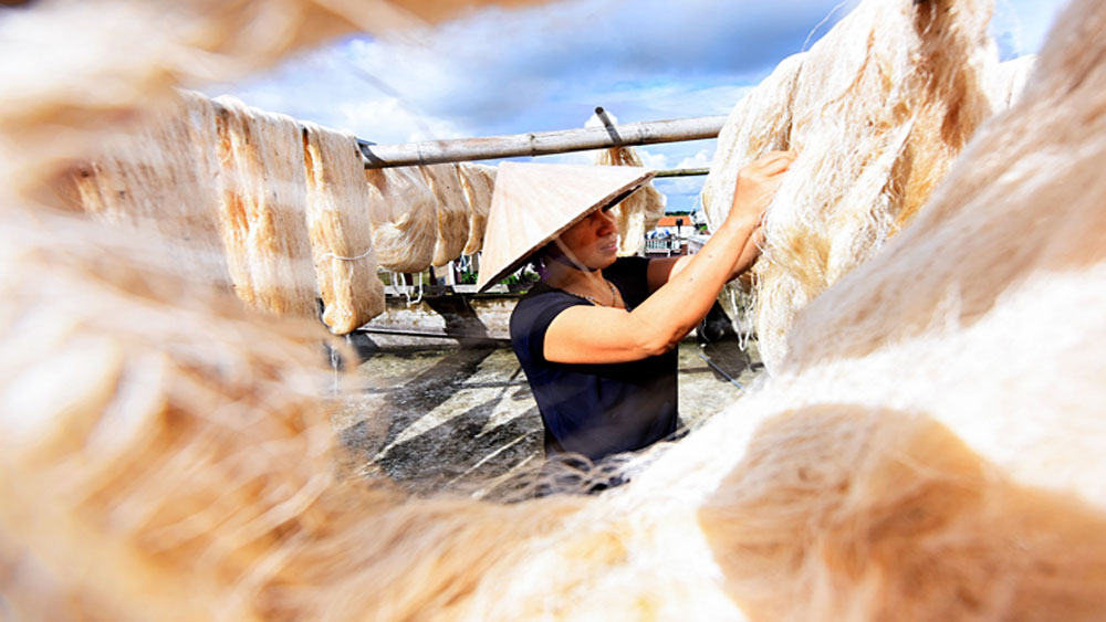 Northern Vietnam village spins a yarn