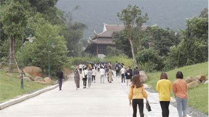 Đông đảo du khách đến Tây Yên Tử
