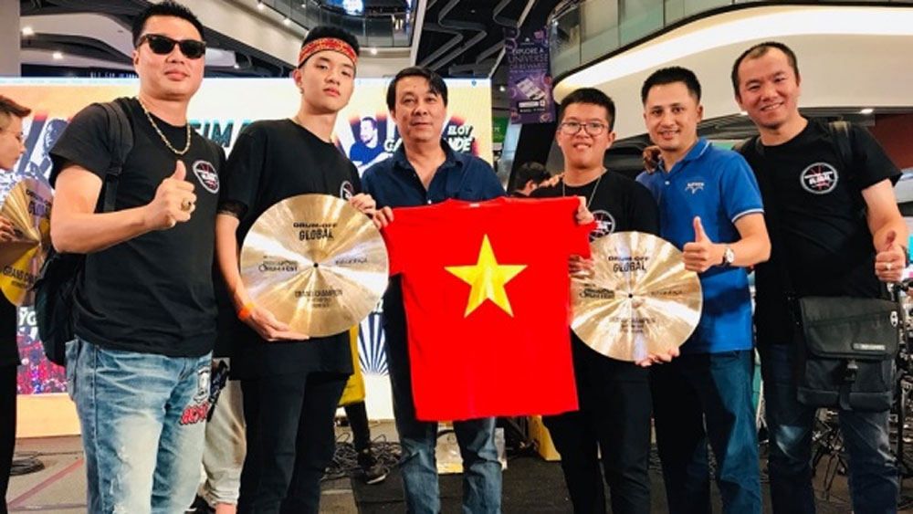 Vietnamese students finish first in Drum Off Global 2019's Rhythm duo