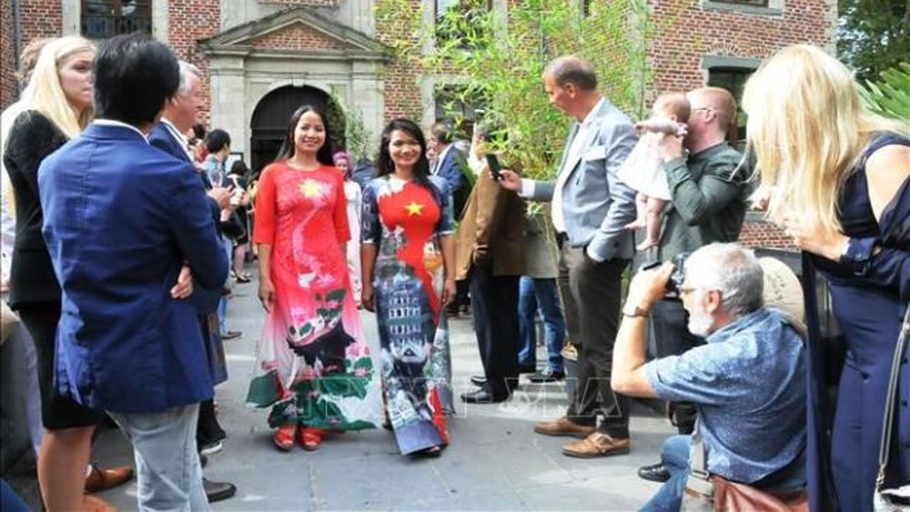 Vietnamese culture and food, Brussels, unique flavours, typical Vietnamese dishes,  art programmes, traditional dances, tourism promotion activities