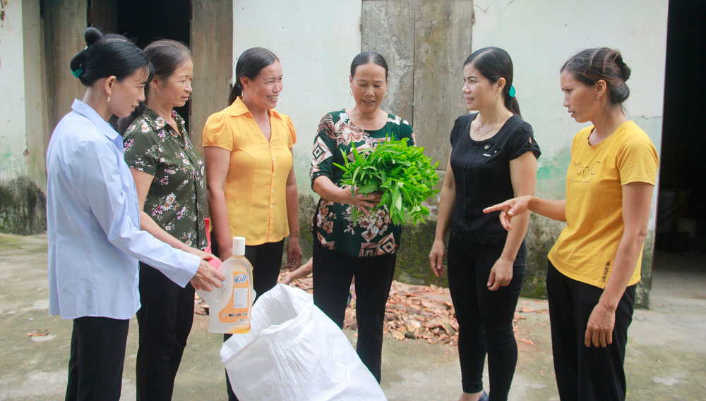 Bac Giang province, accompanying poor women, Tan An commune, proper collection, household waste, green and clean environment, humanitarian houses