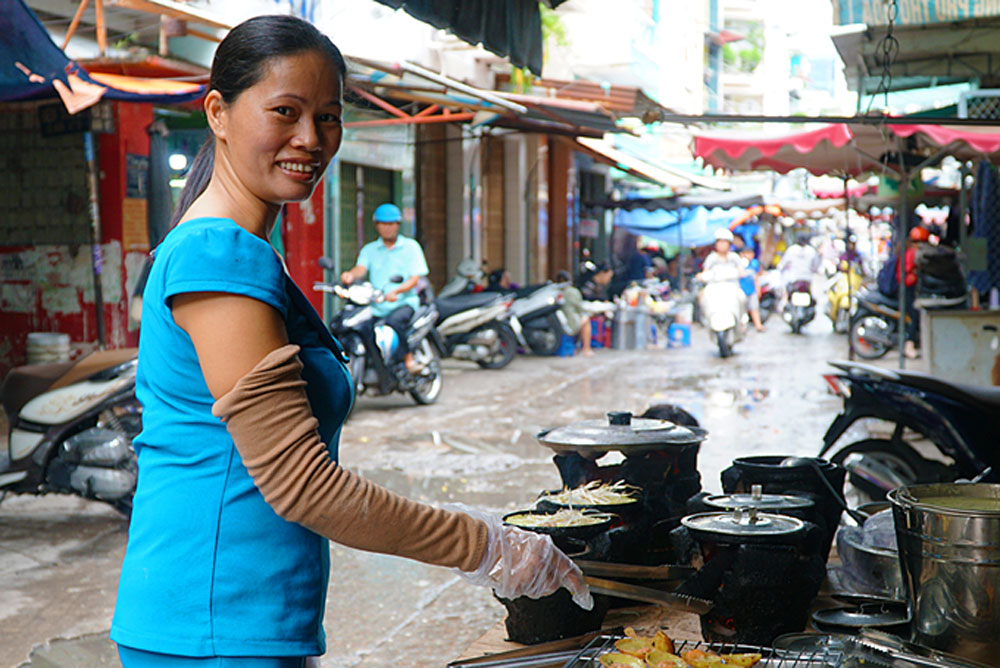 Central Vietnam, mini pancakes, street vendor, crispy pancakes, flavors and textures, banh xeo