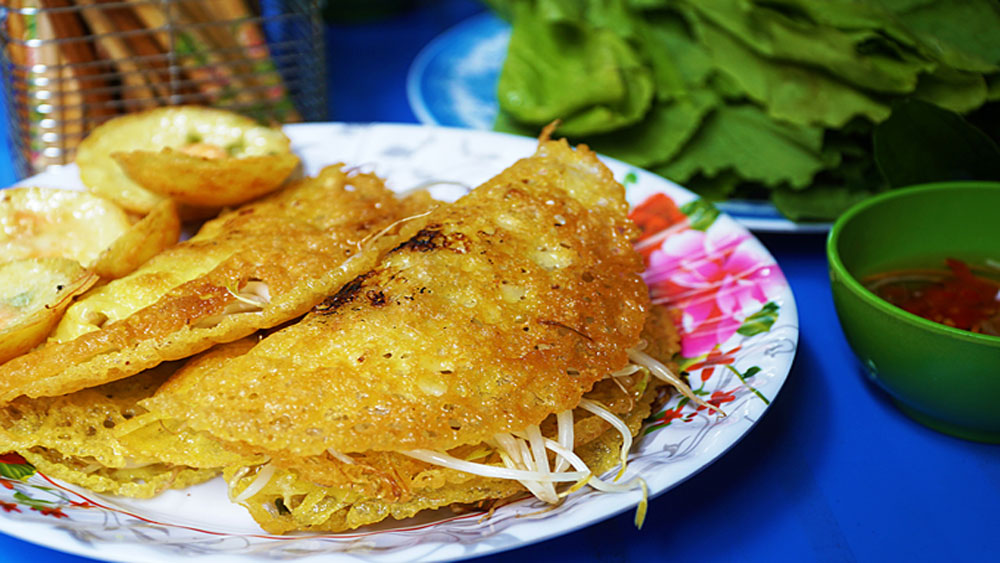 Central Vietnam mini pancakes find favor in HCM city