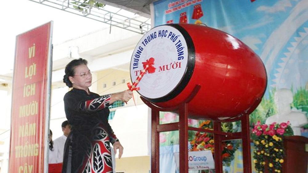 Chủ tịch Quốc hội Nguyễn Thị Kim Ngân, đánh trống khai giảng, Đồng Tháp, Trường THPT Tháp Mười,