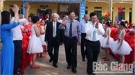 Phó Thủ tướng Chính phủ Phạm Bình Minh và các đồng chí lãnh đạo tỉnh dự lễ khai giảng năm học mới