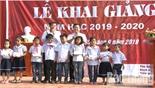 Cậu bé không tay Nguyễn Tiến Anh vui đón năm học mới