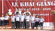 Cậu bé không tay - Nguyễn Tiến Anh vui đón năm học mới