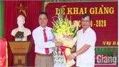 Các đồng chí lãnh đạo huyện dự lễ khai giảng năm học mới