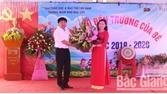 Các đồng chí lãnh đạo huyện Lục Nam dự khai giảng ở một số trường học