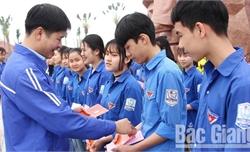Thầy giáo Trịnh Văn Quỳnh: Giỏi chuyên môn, nhiều sáng kiến