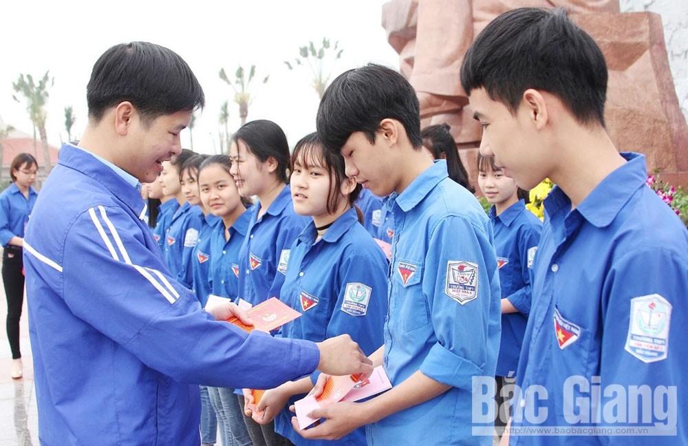 Trịnh Văn Quỳnh, Trường THPT Tân Yên số 2, Bắc Giang, chuyên môn, cán bộ Đoàn, nhiệt huyết, sáng tạo