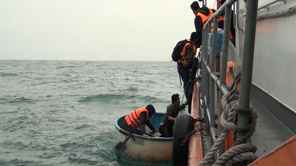 4 ngư dân, trôi dạt trên biển, bộ đội biên phòng cứu sống, tàu cá số hiệu NA-93010TS