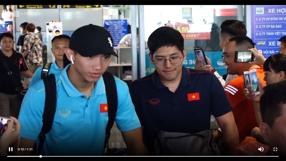 Tuyển Việt Nam về nước