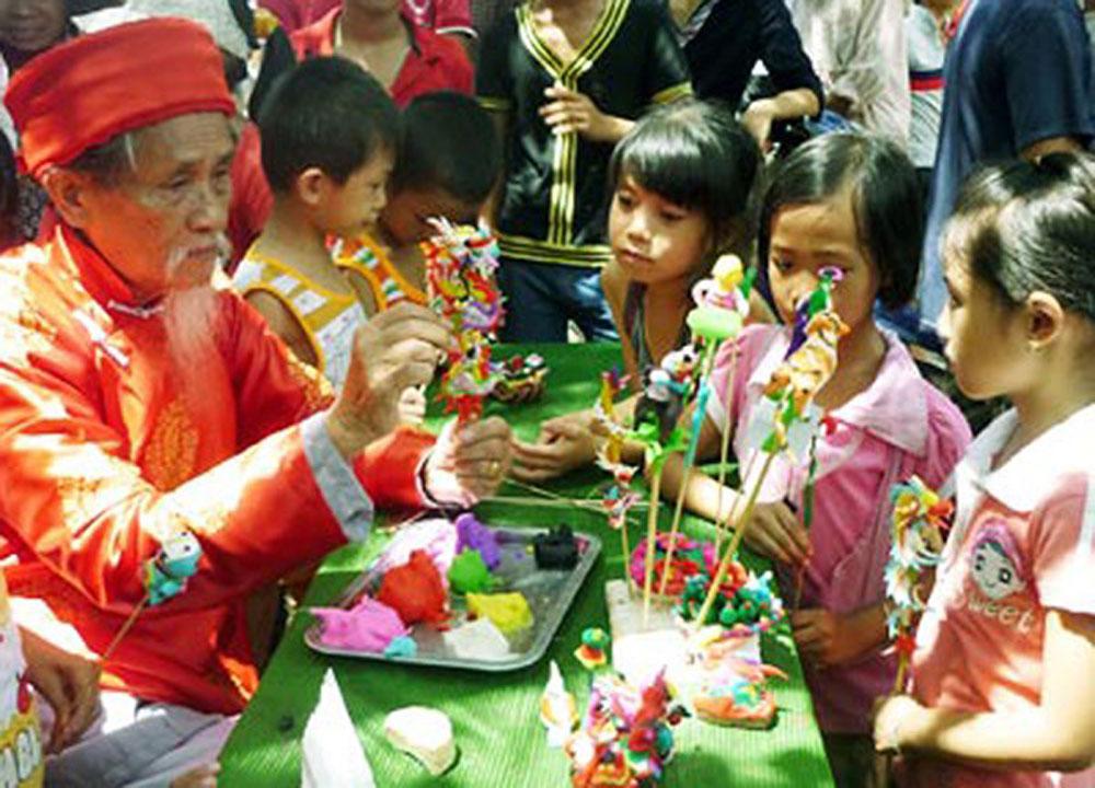 Mid-Autumn Festival activities, Thang Long Citadel, Festive Drums, Autumn Moon, lion dances, folk songs, traditional toys