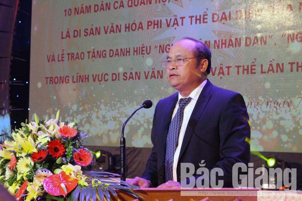 Đồng chí Nguyễn Văn Linh đọc diễn văn tại buổi lễ.