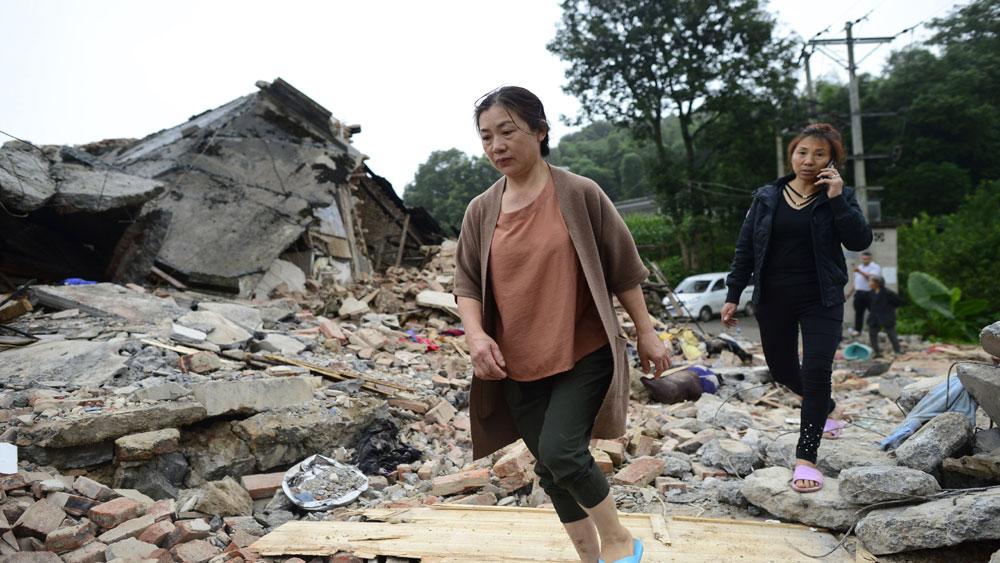Trung Quốc, ngôi nhà bị đổ sập, trận động đất tại Tứ Xuyên