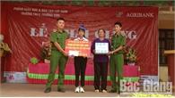 Tuổi trẻ Đồn Công an Trường Sơn nhận đỡ đầu em Nguyễn Thị Hồng