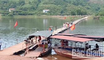 Xã Sơn Hải (Lục Ngạn): Người dân đóng góp 400 triệu đồng tự làm cầu phao