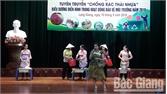 Phụ nữ Lạng Giang trình diễn thời trang chống rác thải nhựa