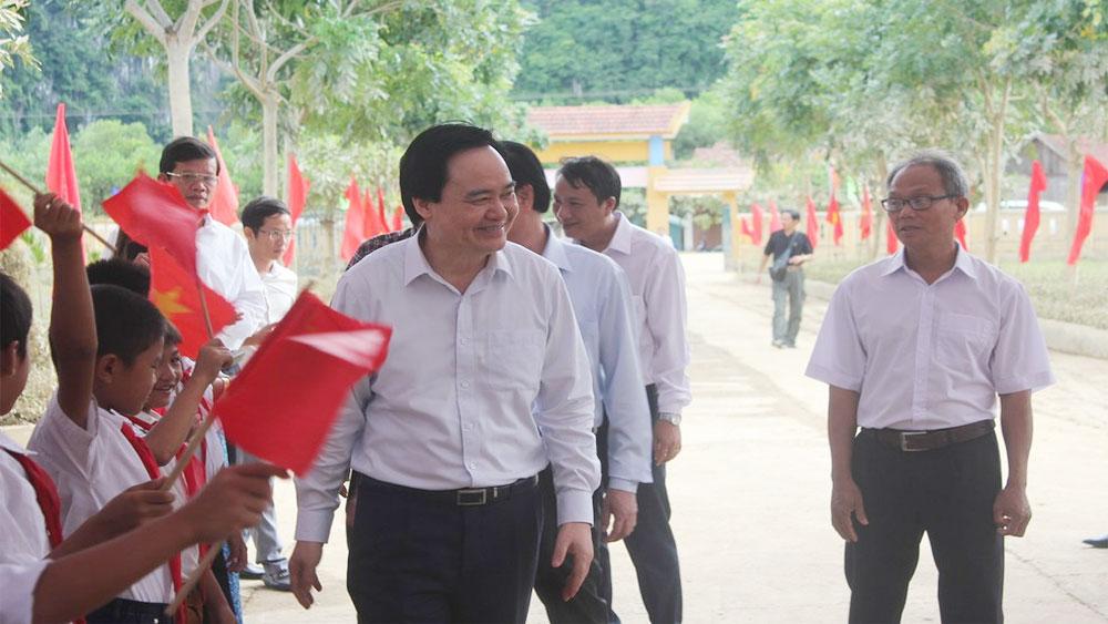 Bộ trưởng Bộ Giáo dục và Đào tạo Phùng Xuân Nhạ, Lễ khai giảng, rốn lũ Quảng Bình