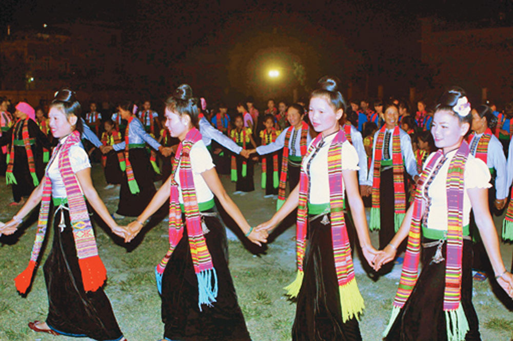 Yen Bai province, world biggest, Xoe folk dance, Muong Lo Cultural and Tourism Festival,  mass performance, Quintessence from Legend