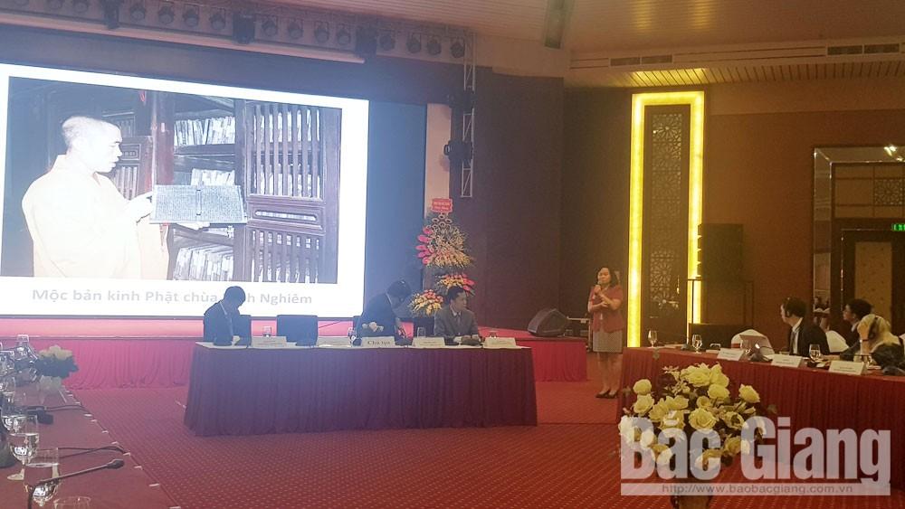 TS Vũ Thị Minh Hương nêu kinh nghiệm bảo tồn di sản tư liệu.