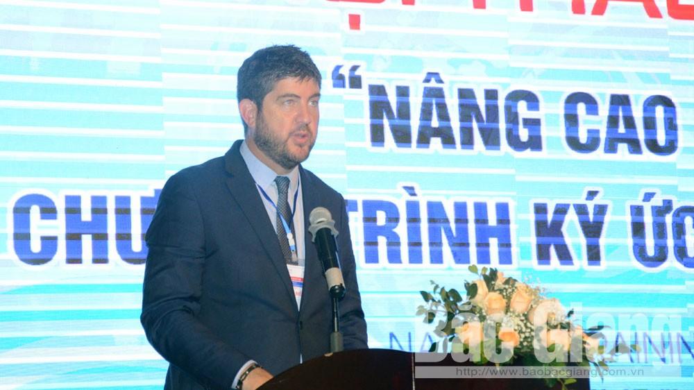 Ông Micheal Croft,Trưởng Đại diện Văn phòng UNESCO tại Hà Nộiphát biểu tại hội thảo.