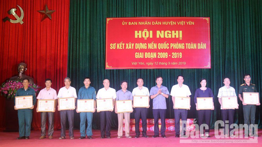 Khen thưởng 29 cá nhân, tập thể trong xây dựng nền quốc phòng toàn dân
