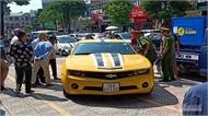 Tiết lộ chủ nhân ô tô Chevrolet Camaro bị Cảnh sát giao thông dùng súng đập bể kính