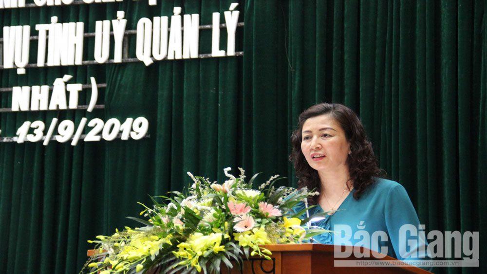 Đồng chí Lê Thị Thu Hồng, Phó Bí thư Thường trực Tỉnh ủy phát biểu tại lễ bế giảng.