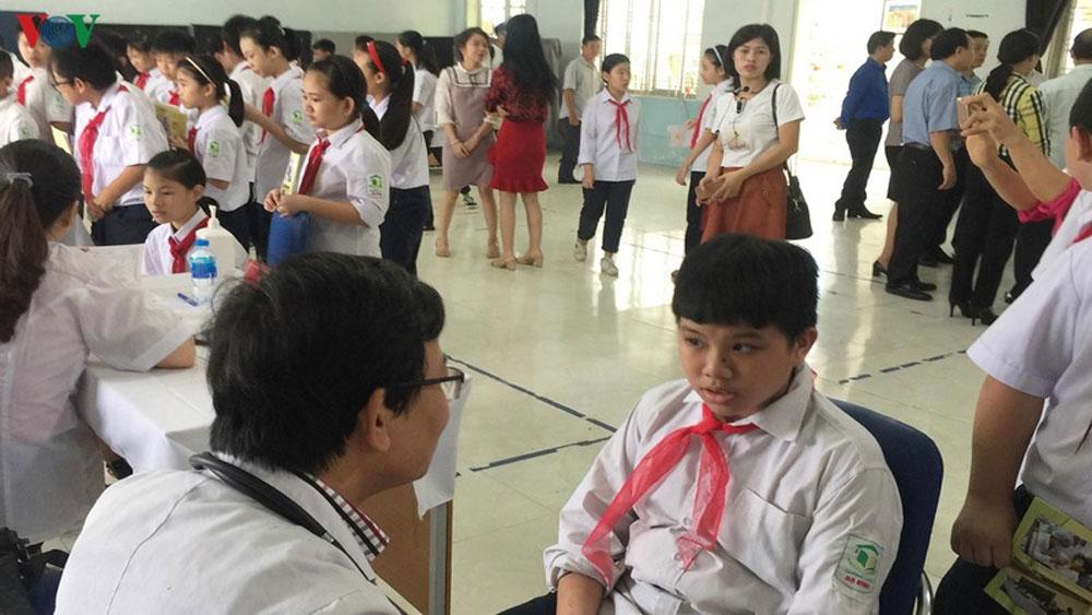 Vụ cháy Công ty Rạng Đông, Kiểm tra, sức khỏe, hàng nghìn học sinh ở Hạ Đình