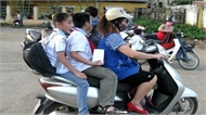 Xử lý nghiêm người điều khiển xe máy không đội mũ bảo hiểm cho trẻ em