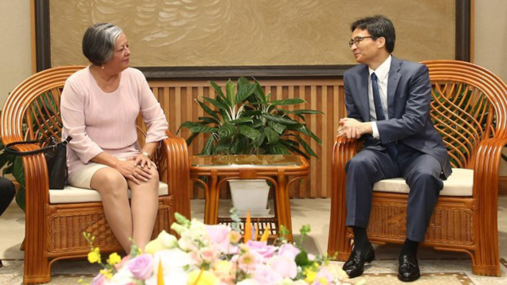 Deputy PM Vu Duc Dam receives Cuban guest