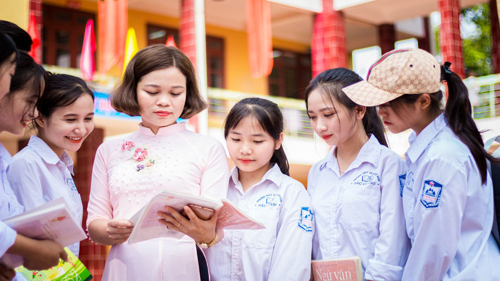 Muong ethnic teacher wholeheartedly dedicates to students