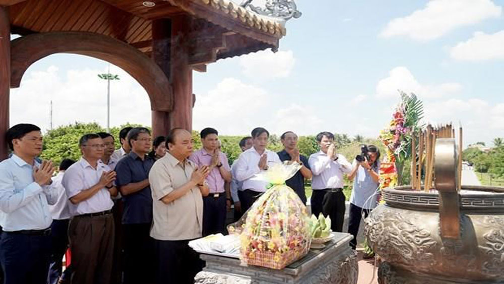 Prime Minister,  pays tribute, martyrs in Quang Tri, Ancient Citadel, special national relic site, enemy troop,