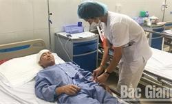 Hàn giá kê hàng hóa, người đàn ông 50 tuổi bị chiếc đinh 5cm găm vào đầu